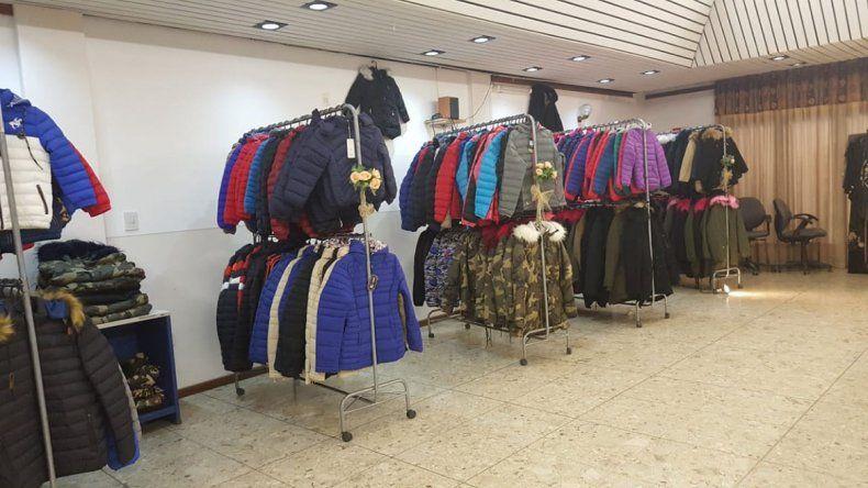 Prohibieron feria de ropa por quejas de comerciantes