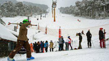 para esquiar, una familia necesitara 70 mil pesos