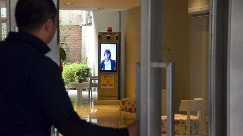 La vigilancia low cost llegó a un edificio de la ciudad