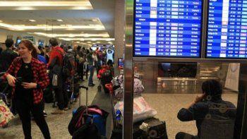 cuatro vuelos cancelados desde neuquen por el mal clima porteno