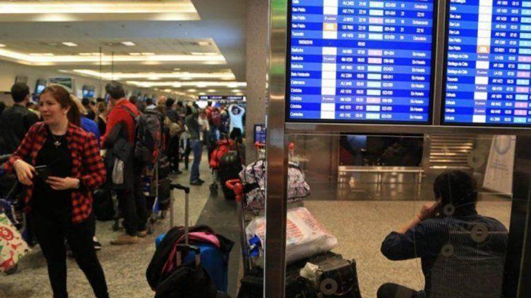 Problemas en una antena obligaron a cancelar y desviar vuelos en Aeroparque