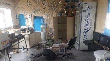vandalos robaron y destrozaron el club eucalipto blanco del limay