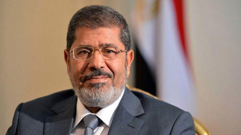 Mursi, ex presidente de Egipto, murió en pleno juicio en su contra