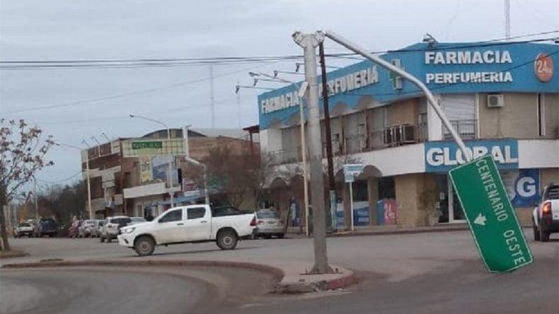 Centenario: el viento tiró carteles, árboles y dejó a algunos barrios sin luz