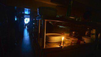 comerciantes locales reclamaran a nacion una millonada por el apagon del domingo