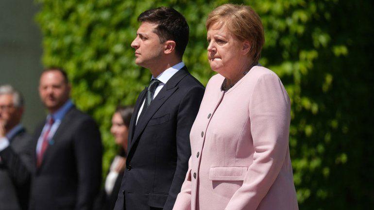 Visibles temblores de Merkel preocuparon a toda Alemania