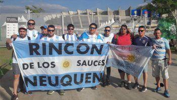 diez amigos de rincon le hacen el aguante a la seleccion en brasil