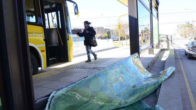 Metrobús: no dan tregua con ataques a los paradores
