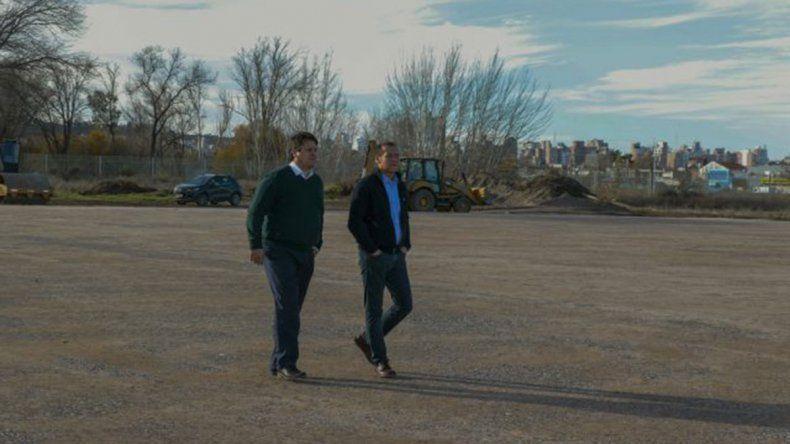 Gutiérrez y Gaido visitaron las obras de la cancha de hockey en Ciudad Deportiva