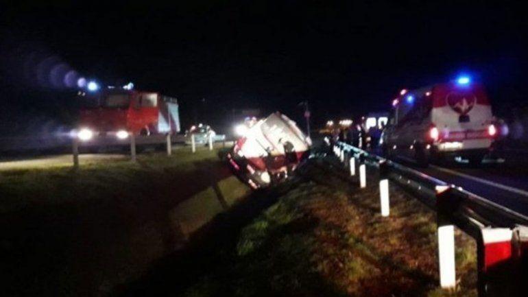 Micro que llevaba a jóvenes argentinos volcó en Uruguay: hay 8 heridos