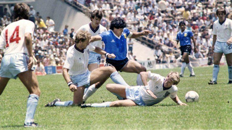 A 33 años: mirá el emotivo recuerdo de Diego del partido con los ingleses