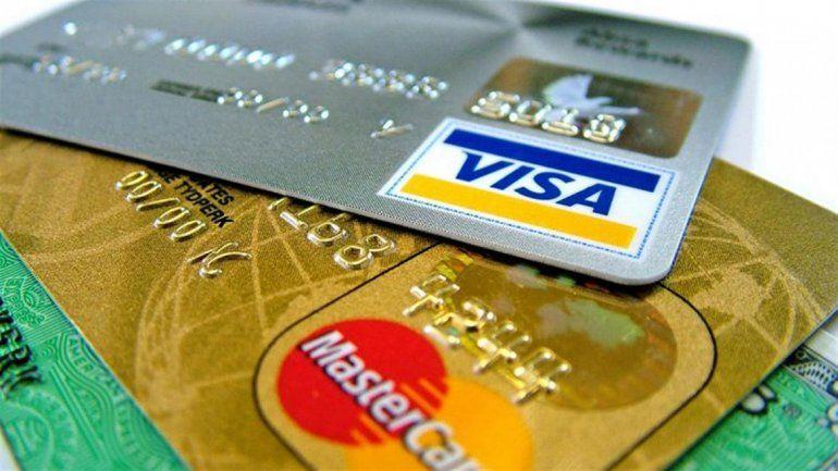 Los consumos en dólares con tarjeta ahora pasarán a usar el cupo de dólar ahorro.