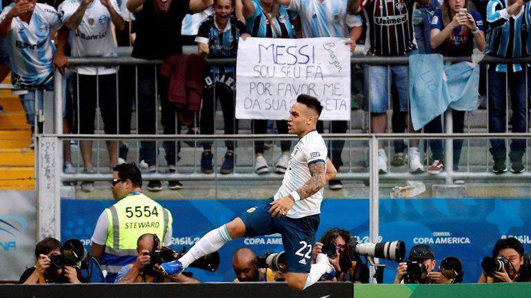 Una Argentina sin brillo hizo la tarea y clasificó a cuartos de final ante Qatar