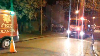 una explosion produjo un incendio en una casa de barrio cumelen