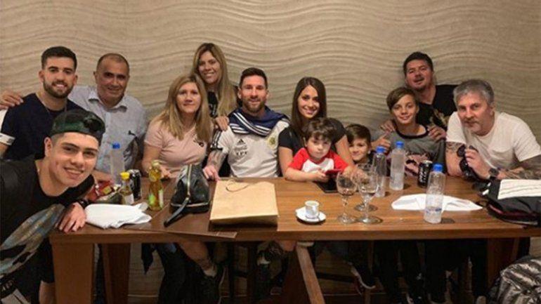 Antonela tildó de viejito a Messi: el festejo íntimo de La Pulga en la concentración de la Selección