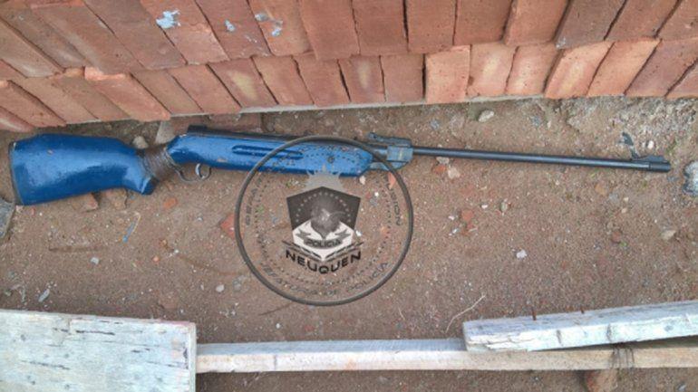 Secuestran un rifle de gas comprimido tras una denuncia por amenazas