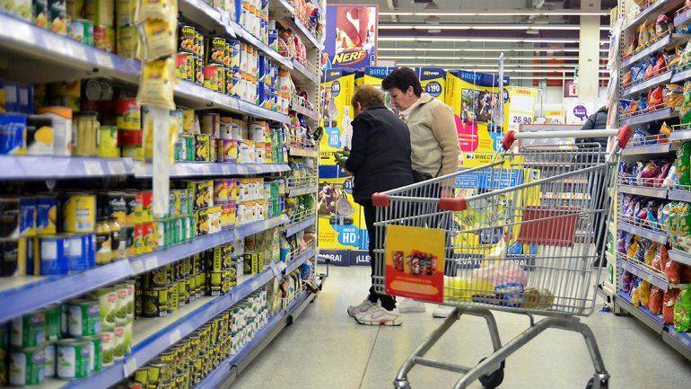 El Gobierno y supermercadistas acordaron una lista navideña y prorrogar Precios Cuidados