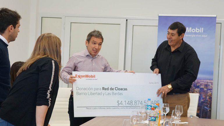 ExxonMobil donó $ 4,1 millones para ampliar la red cloacal de Rincón de los Sauces