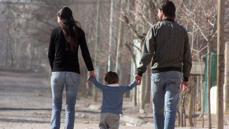 Padres separados: hijos podrán cambiar de casa una vez por semana