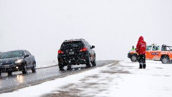 se terminan las vacaciones y la nieve podria complicar el regreso de turistas