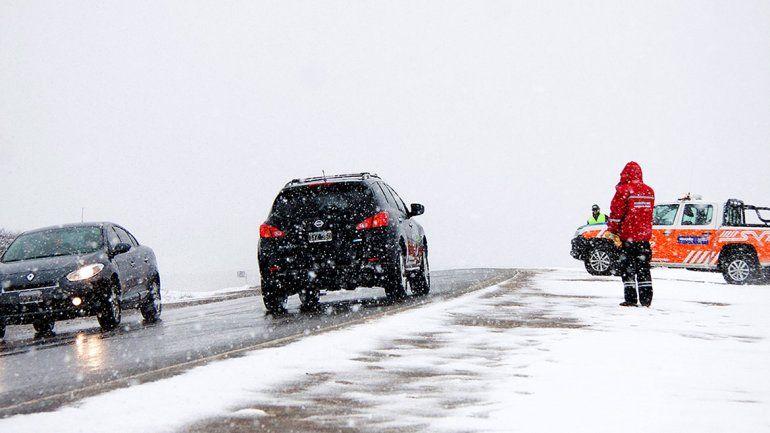 Se terminan las vacaciones y la nieve podría complicar el regreso desde la cordillera a los turistas