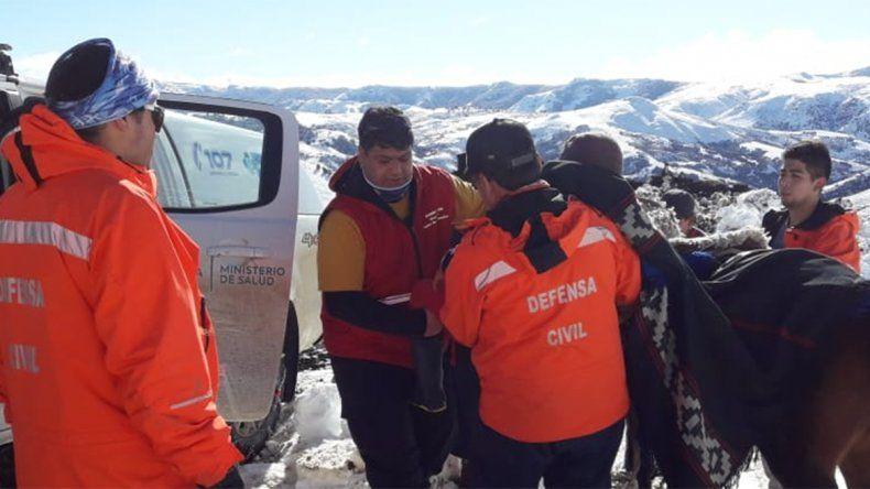 Contra viento y nieve: rescataron a una mujer que estaba atrapada en zona de montaña