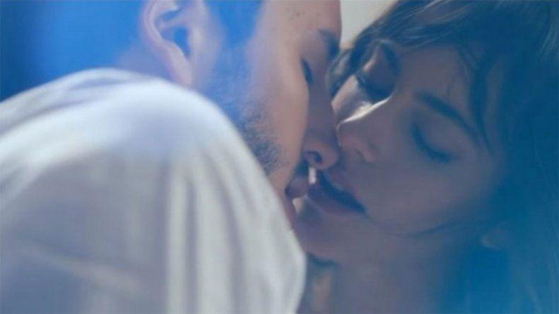 El video menos pensado que luego desapareció: Tini y Yatra, calientes frente al espejo