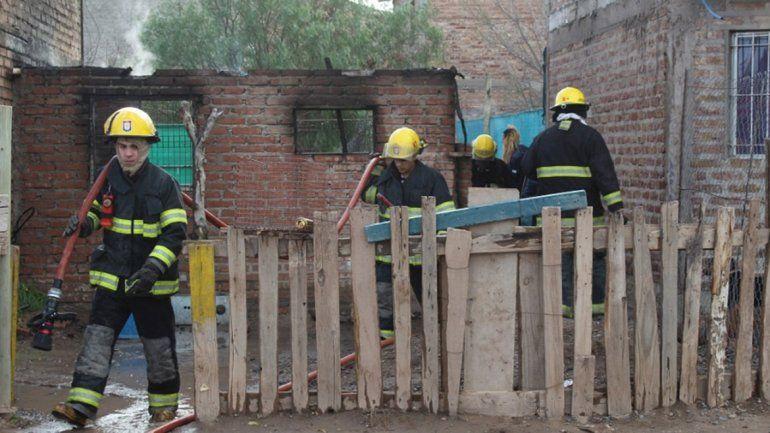 Centenario: se incendió su casa y quedaron con lo puesto