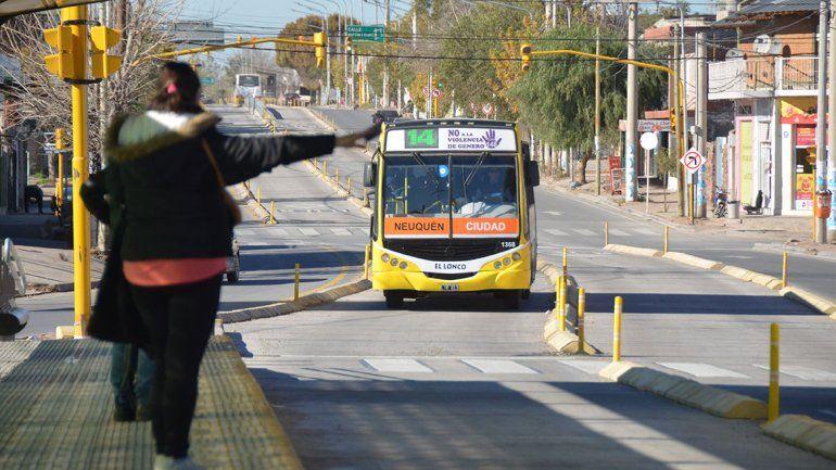 Cada vez son más los neuquinos que se suben al Metrobús