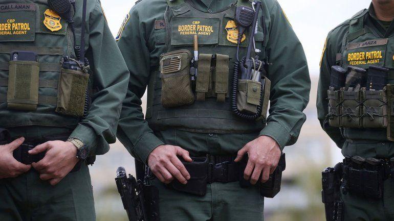 Escándalo en EE.UU. por burlas de la policía fronteriza a migrantes