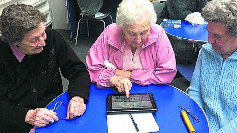 Entregarán 5 mil tablets gratis a vecinos mayores de 60 años