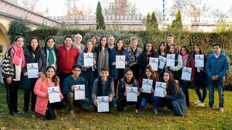 Premiaron a 16 alumnos por su desempeño escolar