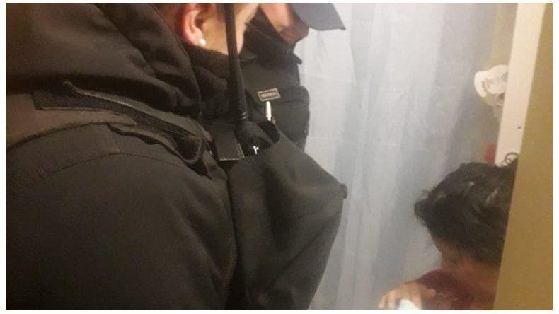 Policías asistieron a una mujer que dio a luz en su vivienda