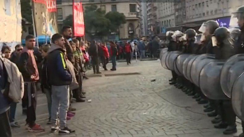 La Policía impidió que instalen un campamento en el Obelisco