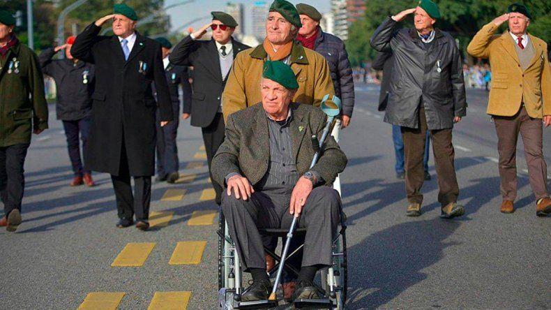 La participación de Aldo Rico en el desfile del 9 de Julio desató las críticas