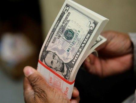 Los dólares son un bien de ahorro cada vez más buscado por la pérdida del valor de los pesos.