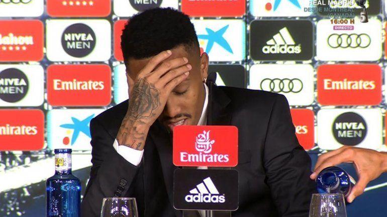 ¿Lo traicionaron los nervios? Nueva estrella del Real Madrid se descompuso en plena presentación