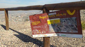 destrozaron bancos y carteles en el parque bardas soleadas