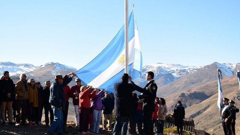 La bandera flameó en La Puntilla