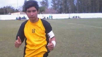 un joven de 17 anos murio tras atajar un fuerte penal con el pecho