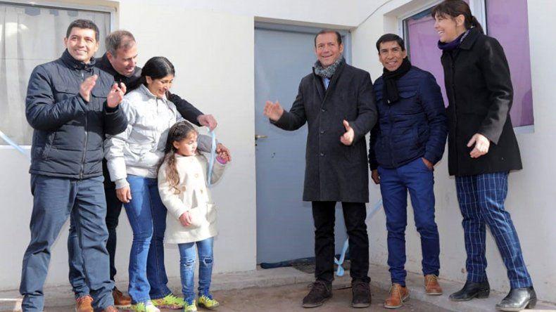 Gutiérrez inauguró viviendas y un SUM en El Sauce