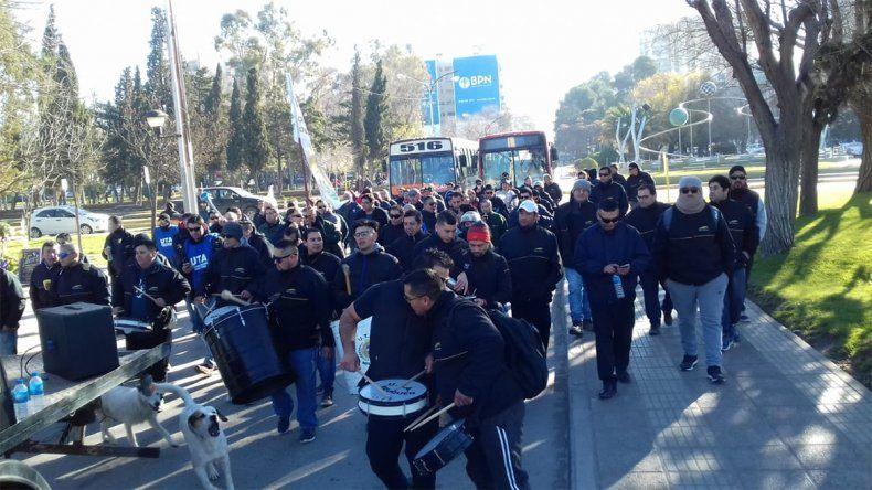 Paro de la UTA: Choferes reclaman en el Parque Central