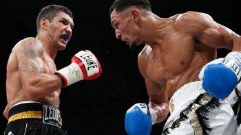 el impactante nocaut que dejo al boxeador en los brazos del arbitro