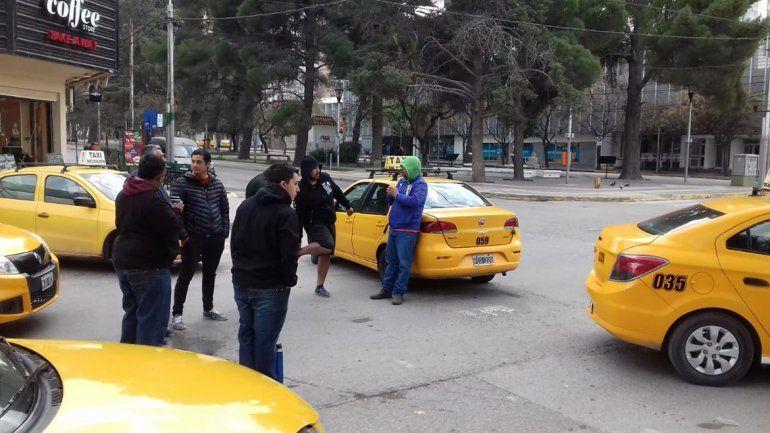 El taxista subió a los pasajeros en la parada de San Martín y Avenida Olascoaga.