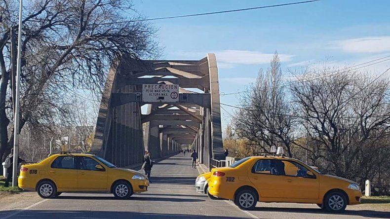 Los hermanos del taxista baleado amenazan con salir a buscar a los agresores