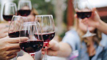 vinos y amigos: dos caras de una misma moneda