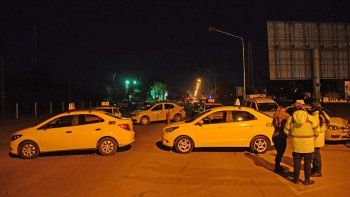 taxistas interrumpen el transito en el puente carretero por la liberacion de los agresores de pablo sanchez