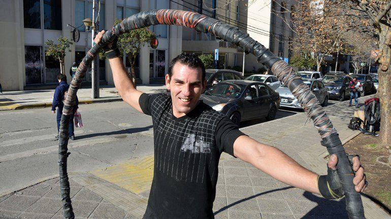 El señor del anillo gigante de la avenida Argentina y Alderete