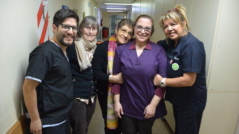 Los voluntarios que miman a los pacientes oncológicos