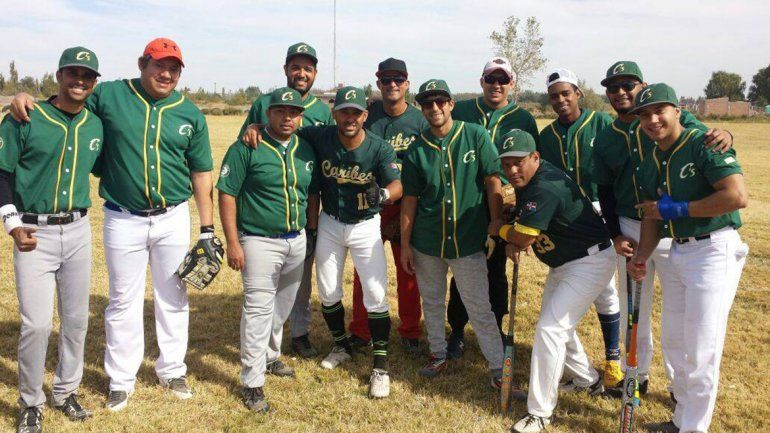 Caribes, el equipo local de sóftbol lleno de foráneos